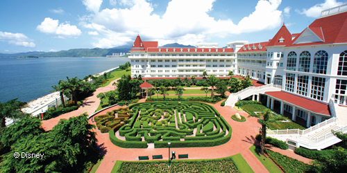 Hong Kong Disneyland Resort S Stand Alone Conference Centre Two Elaborately Themed Hotels Expansive Outdoor E And Theme Park Backdrop Provides An